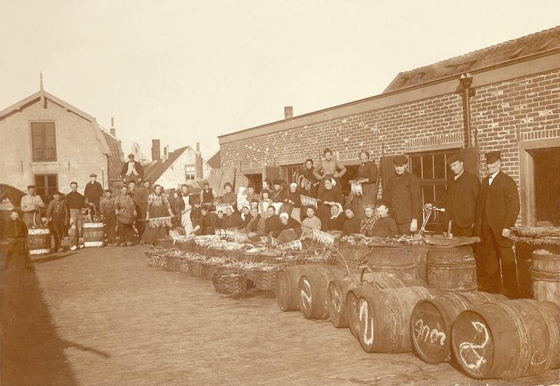 Haringrokerij Admiraal, Hoofdstraat
